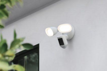 Der Ring wird mit einer Floodlight Cam Wired Pro-Kamera geliefert